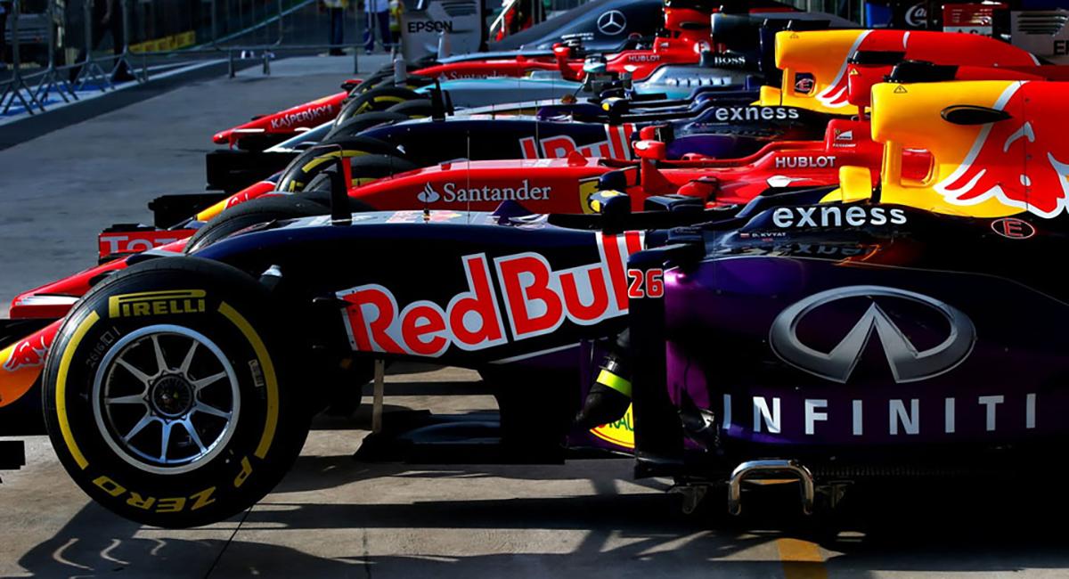 F1 cars in pit lane